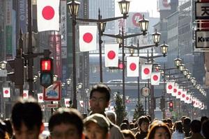 caddede japon bayrağı